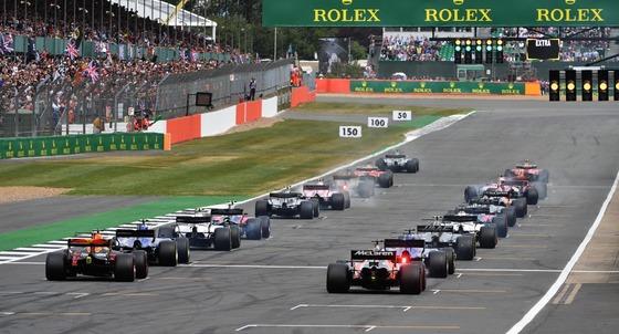 F1のスタート、後方から撮影