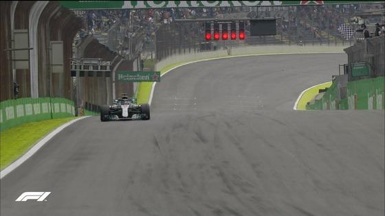 チェッカー・フラッグが振られる:2018年F1ブラジルGPフリー走行2回目