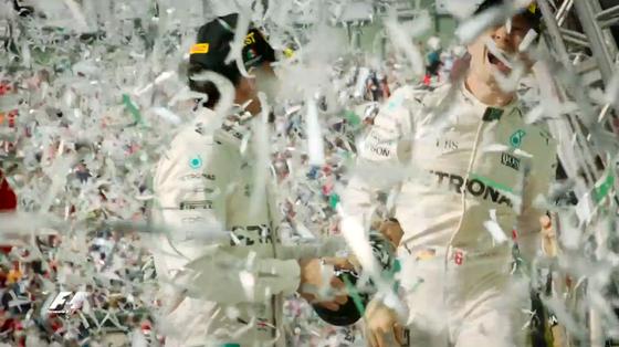 紙吹雪が舞う表彰台、ルイス・ハミルトンとニコ・ロズベルグ、2016年F1メキシコGP