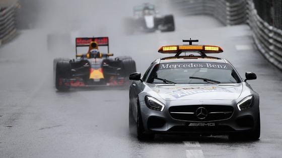 ウェットでセーフティカー先導中:2016年F1