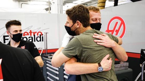 ロマン・グロージャン、退院して救助者やハースF1チームにお礼の挨拶にバーレーン国際サーキット