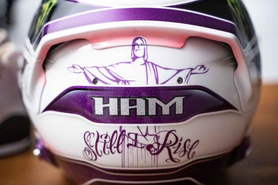 ルイス・ハミルトン、2020年は紫のF1ヘルメット