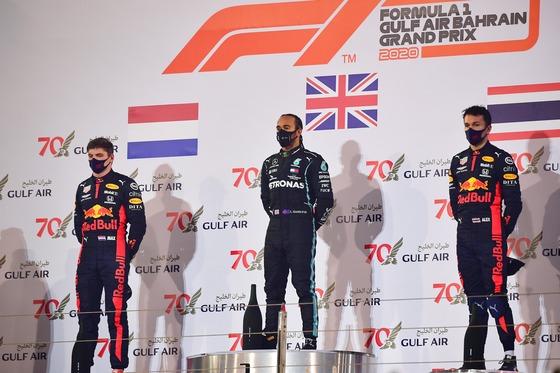 表彰式 - フェルスタッペン、ハミルトン、アルボン:2020年F1バーレーンGP
