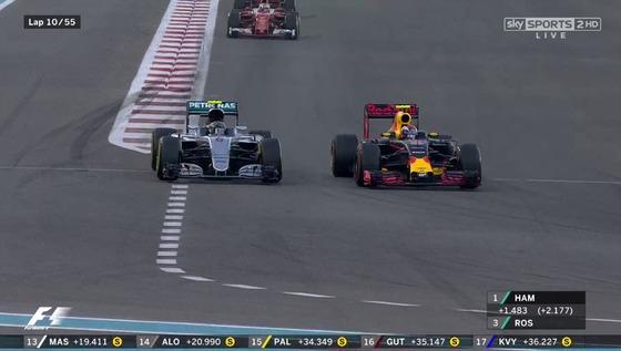 マックス・フェルスタッペン(レッドブル)、ニコ・ロズベルグ(メルセデス)、2016年F1アブダビGP
