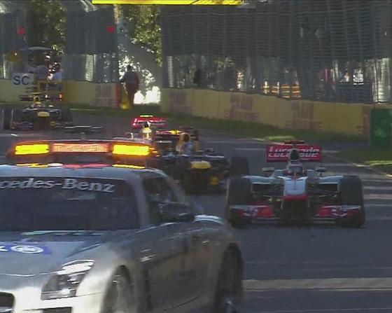 36周目、ペトロフがコース上にマシンを止め、セイフティ・カー出動