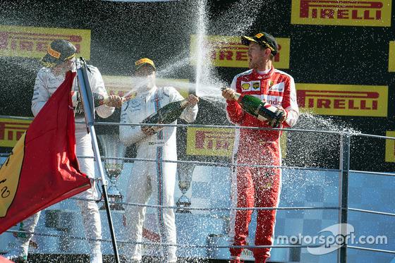 ルイス・ハミルトン、ニコ・ロズベルグ、セバスチャン・ベッテル、2015年F1イタリアGP シャンパン・ファイト