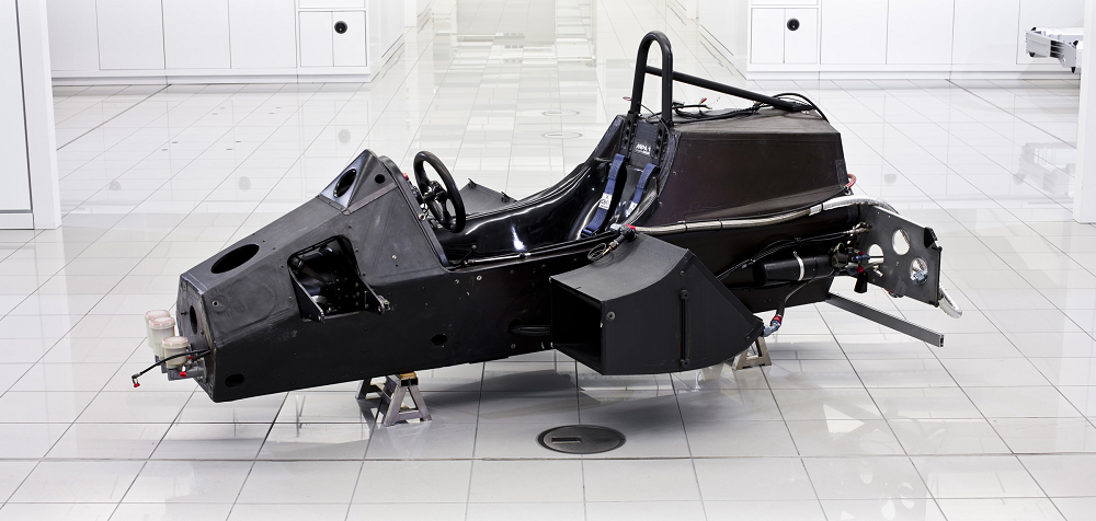 F1マシンのつくり方 2: シャシ...