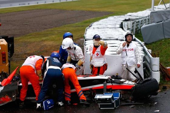 ジュール・ビアンキ、意識不明で病院に運ばれる: F1日本GP