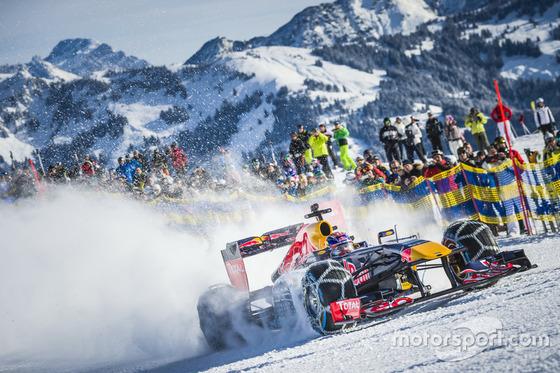 マックス・フェルスタッペン、F1マシンでスキー場を走行