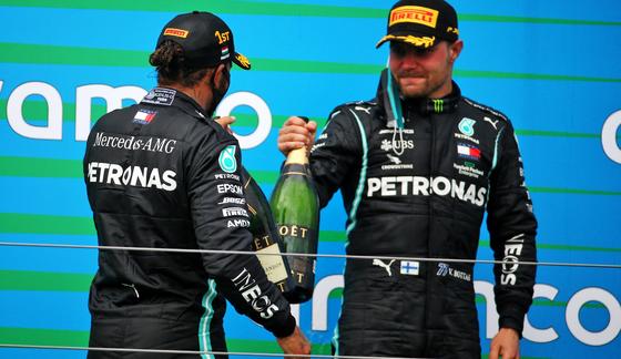 ヴァルテリ・ボタスとルイス・ハミルトン(メルセデス)2020年F1ハンガリーGP