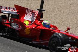 フェラーリF2008:シャークフィン型エンジンカバー