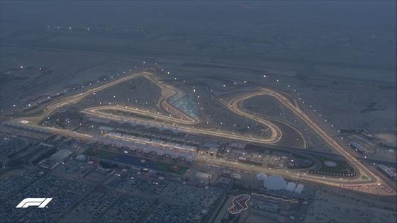 トワイライト・レース:スタート時の日没後の薄明かりから最後はナイトレースに