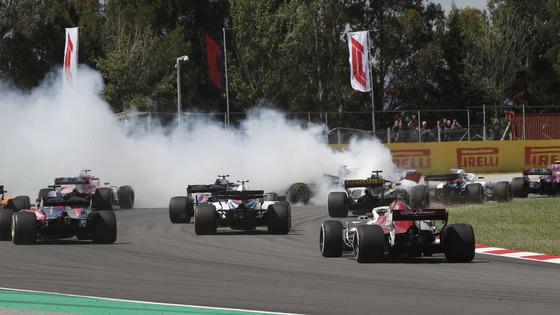ロマン・グロージャンのスピンで大きなクラッシュに:2018年F1スペインGP