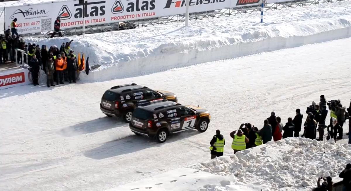 ライコネンとピック、ロシアの氷上レースで対戦: 動画