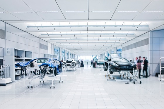 マクラーレン・プロダクションセンター内、ここでスーパーカーが作られている