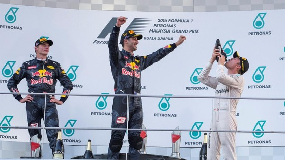 2016年F1マレーシアGP、ロズベルグがシューイの犠牲者に、ダニエル・リチャルド優勝、マックス・フェルスタッペン2位、ニコ・ロズベルグ3位