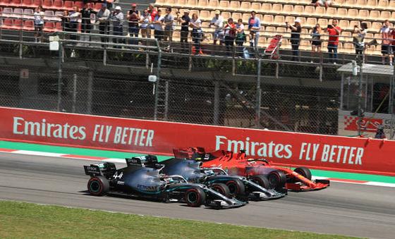2019年F1スペインGP 上位3台が同時に1コーナーに飛び込む