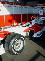 F1 carだ。
