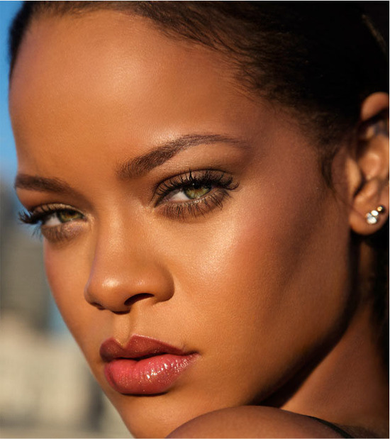 left-rihanna-photo