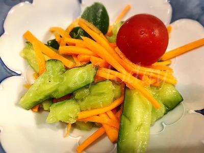 キュウリと人参の甘酢サラダ