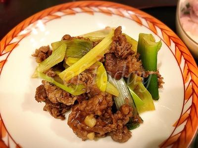 牛肉とネギの炒め物