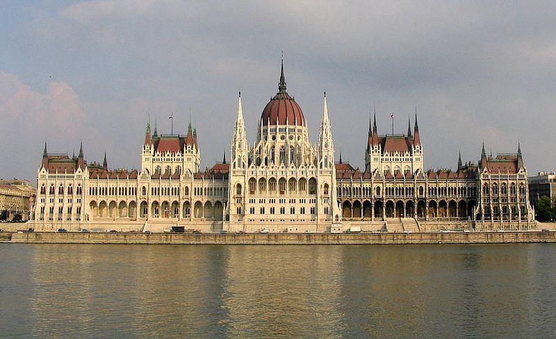 800px-Budapest_Parliament_4604