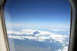 飛行機の中から富士山
