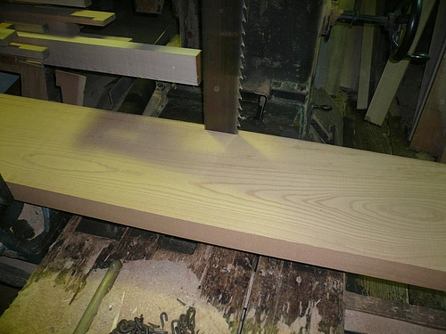 Y邸ケヤキのテーブル 製材所加工2