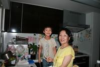キッチンにいる倖と実母