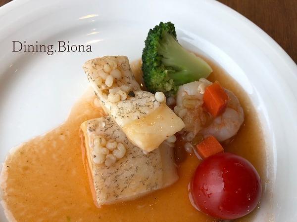 白身魚のオーブン焼き 海老とオクラのガンボソース盛付け