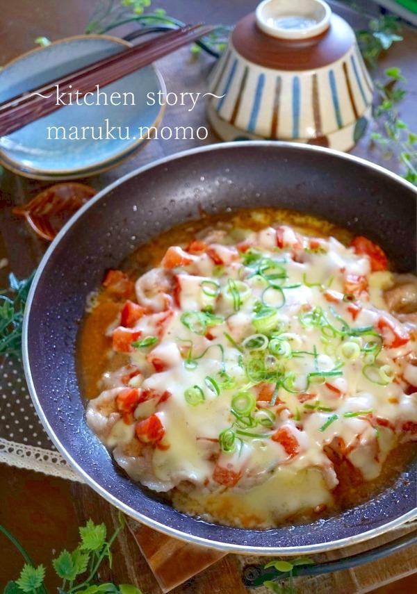 フライパンでパパっと簡単♪豚肉とトマトのチーズ焼き