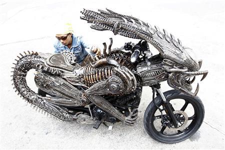 ルーングロジナ・サングウォングプリサーンさん作のバイク
