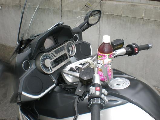 BMW K1600GTLにもドリンクホルダー