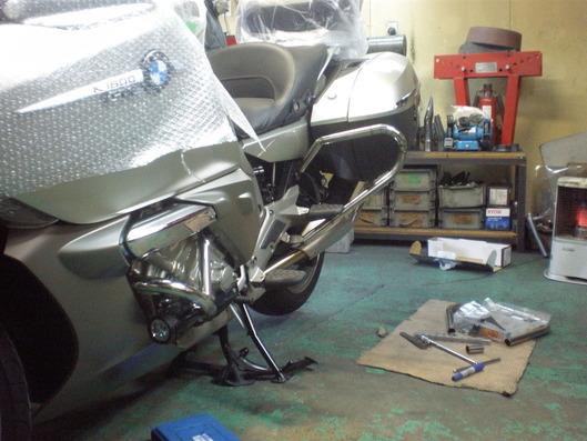 BMW K1600GTL パニアガード開発中の光景