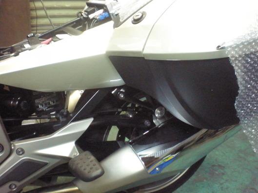 BMW K1600 リアのガード、どう作る?