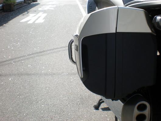 BMW K1600GTL Pannier guard 突出し量も充分^^