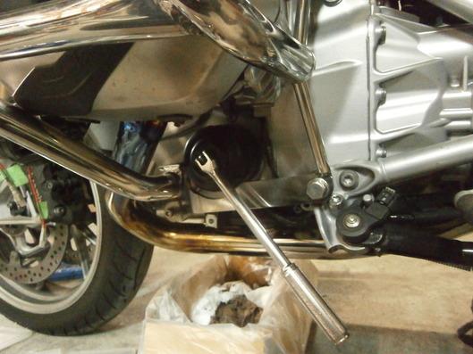 BMW R1200RT エンジンガ-ド使用時の、オイルフィルター交換