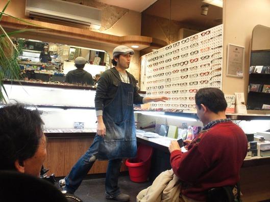 グラステーラーの吉田氏。メガネについて熱い思いを語る