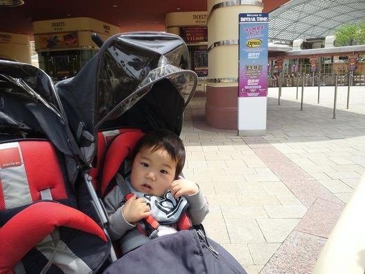 ユニバーサルスタジオジャパン。0歳児の息子の写真はこれだけ。