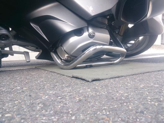 BMW R1200RT エンジンガード 転倒テスト