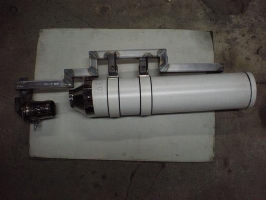モトグッチ グリーゾ8V サイレンサーと溶接型