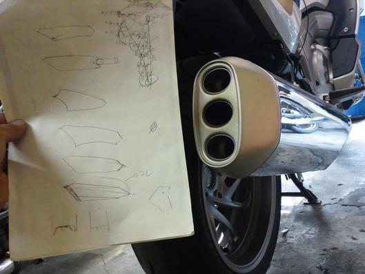 BMW K1600GTL ワンオフマフラーのデッサン