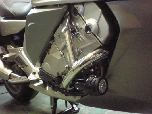 BMW K1600GTL エンジンガード右