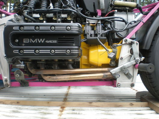 クラウザー ドマーニ。BMW Kシリーズのエンジンが乗ってます。