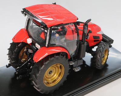 赤いトラクター〜♫