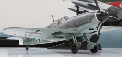 胴体下面の爆弾架には250kg爆弾を搭載