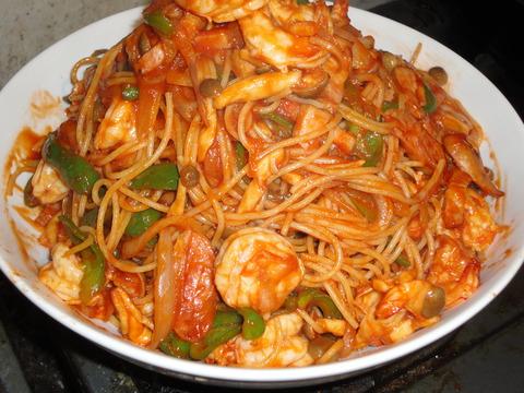 ケチャップをドバッと大量に効かせたスパゲティ・ナポリタン。 たま~に無...  海老のスパゲティ
