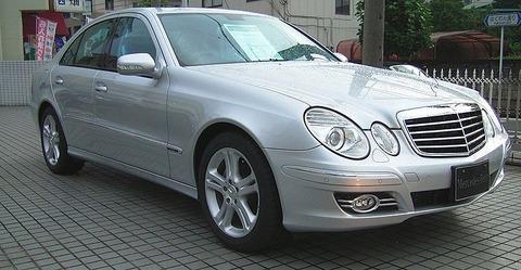 800px-Mercedes-Benz_-W211-_E320_ja-1