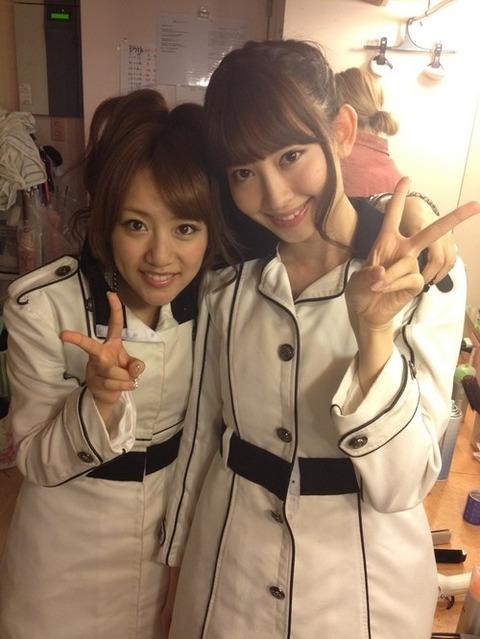たかみなに×チュ×チュされて顔真っ赤小嶋さん画像下さい【AKB48/小嶋陽菜&高橋みなみ】
