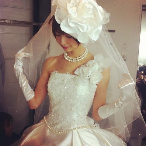 篠田麻里子のウエディングドレス姿にファンが絶賛!【篠田麻里子/AKB48】